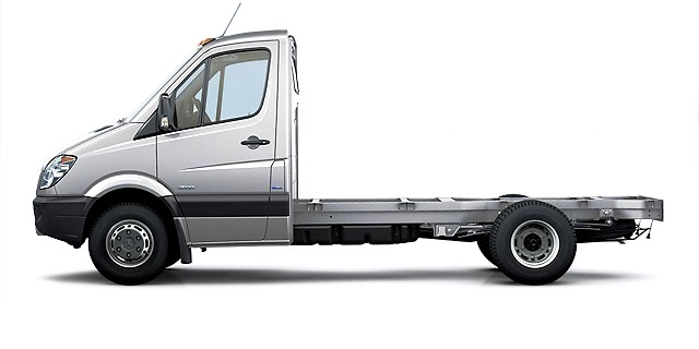 2011_Mercedes-Benz_Sprinter-chassis-cabine_Vehicule-commercial_001