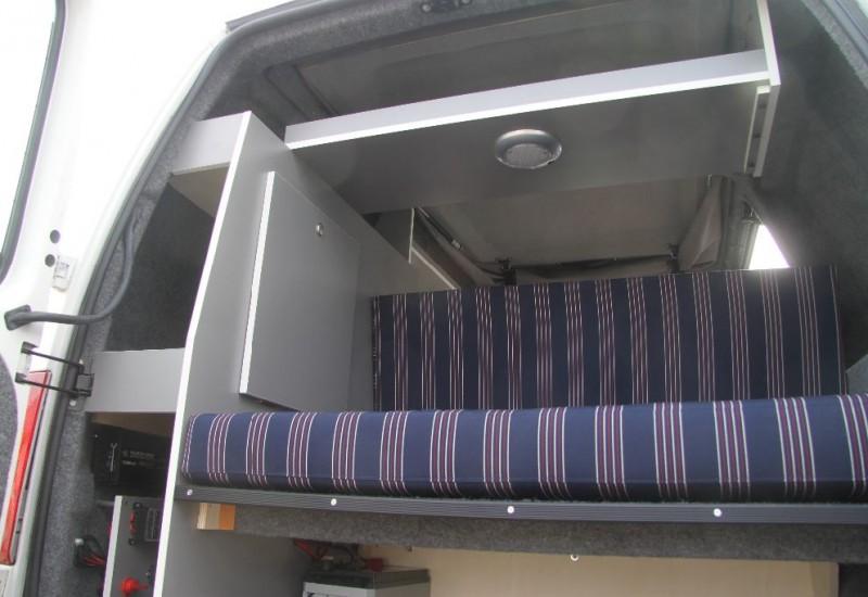 Ford connect minicamper kleine buscamper met nieuwe inbouw afgerond - Inrichting van een lounge in lengte ...
